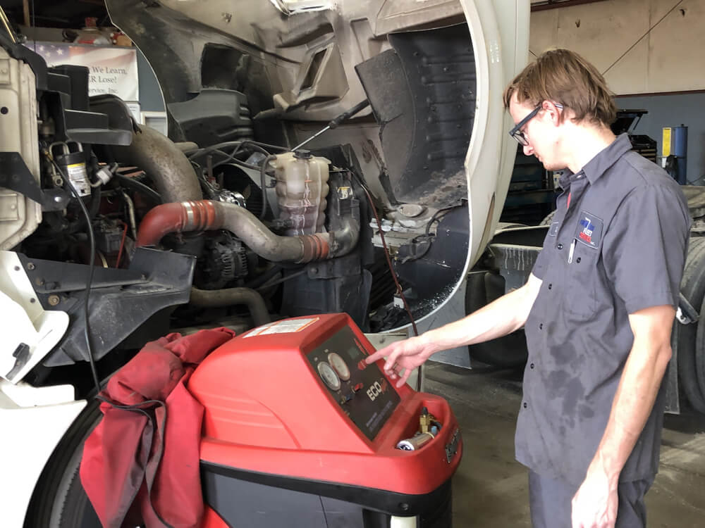 Diesel Engine Maintenance by Mechanic